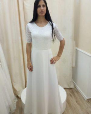 שמלה לבנה צנועה עם שרוולים